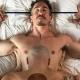 Pareja se desnuda y crea una versión gay de la baraja de póker