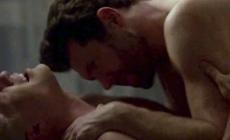 Colton Haynes y Billy Eichner teniendo relaciones sexuales en American Horror Story