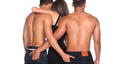 """Cada vez más heteros hacen tríos para fortalecer sus """"bromances"""""""