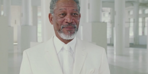 ¿Morgan Freeman en un bar gay?