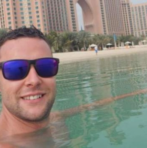 Dubai: Turista británico se enfrenta a la cárcel por rozar a un hombre en un bar
