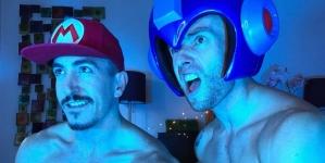 Mario Bros desnudo junto a su esposo Megaman