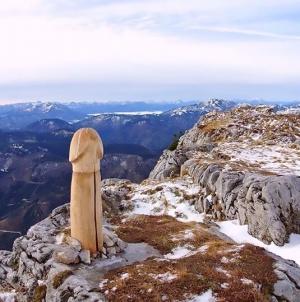 Austria: Pene gigante de madera será heredado por una orden religiosa de monjes