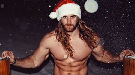 Brock O'Hurn es el Santa que desearás baje por tu chimenea