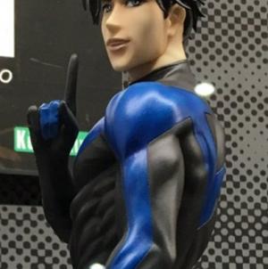 Fans se volverán locos con el trasero tipo burbuja de Nightwing