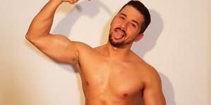 El cantante Álex Forriols de operacion triunfo sin ropa