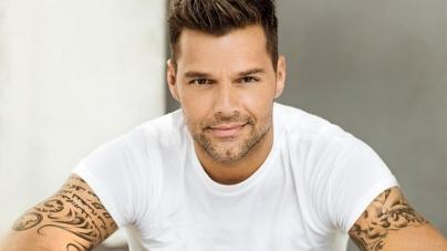 Ricky Martin comparte candente foto desnudo
