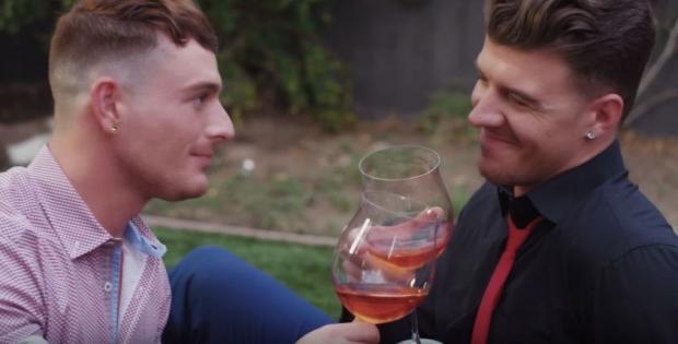 Brent Corrigan y JJ Knight protagonizan bello comercial para San Valentín