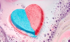 Lush diseña un jabón de baño por los derechos trans
