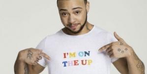 Un hombre trans en un anuncio de tampones