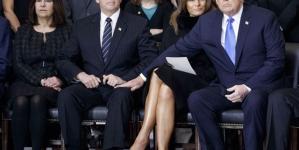 ¿Qué hace Donald Trump acariciando el muslo a Mike Pence?