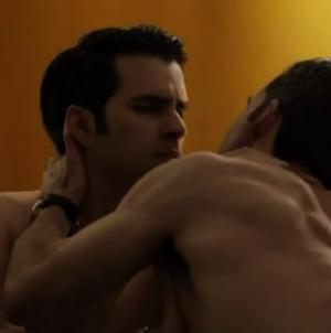 El Polemico beso gay en El Señor de los Cielos