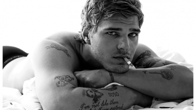 El actor Chris Zylka desnudo en The Leftlovers