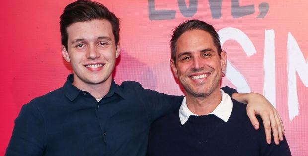 Greg Berlanti, director de Love, Simon trabaja en una serie con protagonista bisexual