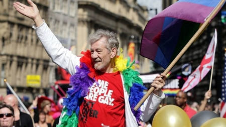 Ian McKellen aseguro que  la mitad de Hollywood es gay