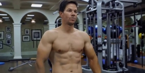 Los fuertes abdominales de Mark Wahlberg