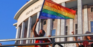 Grecia: Parejas del mismo sexo podrán criar a sus hijos