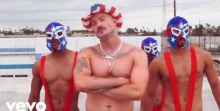 Cazwell regresa con un video musical muy homoerótico