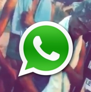 El viral de gente tomandose foto con el negro del whatsapp