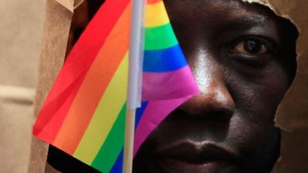 Hombre es torturado por ser gay en Uganda