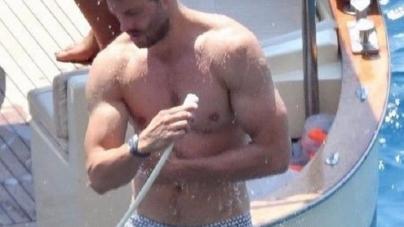 Jamie Dornan eleva la temperatura lavando sus pelotas