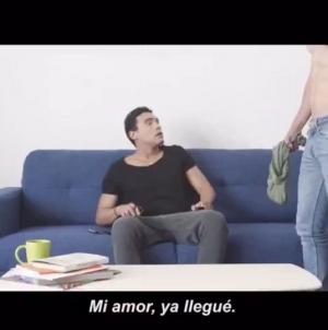 Semarnat incluye a pareja gay en comercial contra uso de plástico