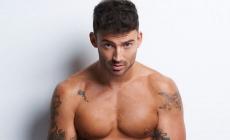 El cantante Jake Quickenden desnudo