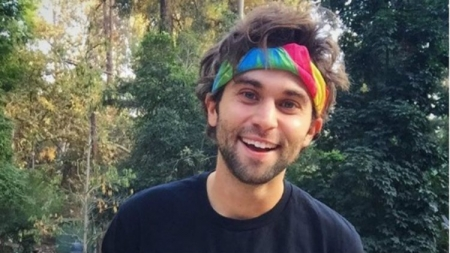 Jake Borelli de Greys Anatomy sale del closet