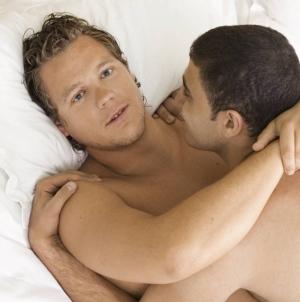 Las razones por las que un hombre gay es infiel
