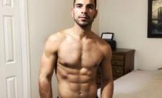 Las fotografías del YouTuber Kevin Baker completamente desnudo