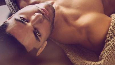 Concursante de Big Brother, Jozea Flores, completamente desnudo
