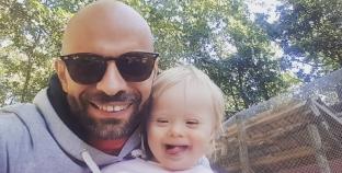 Italia: Se convierte en padre al adoptar a bebé rechazada por tener sindrome de down