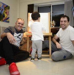 Argentina: Pareja gay y su intensa batalla legal por la paternidad de un niño
